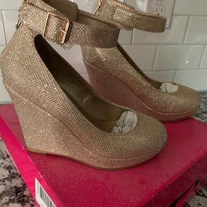 New Dream Pairs Gold Glitter Wedges by Toetos